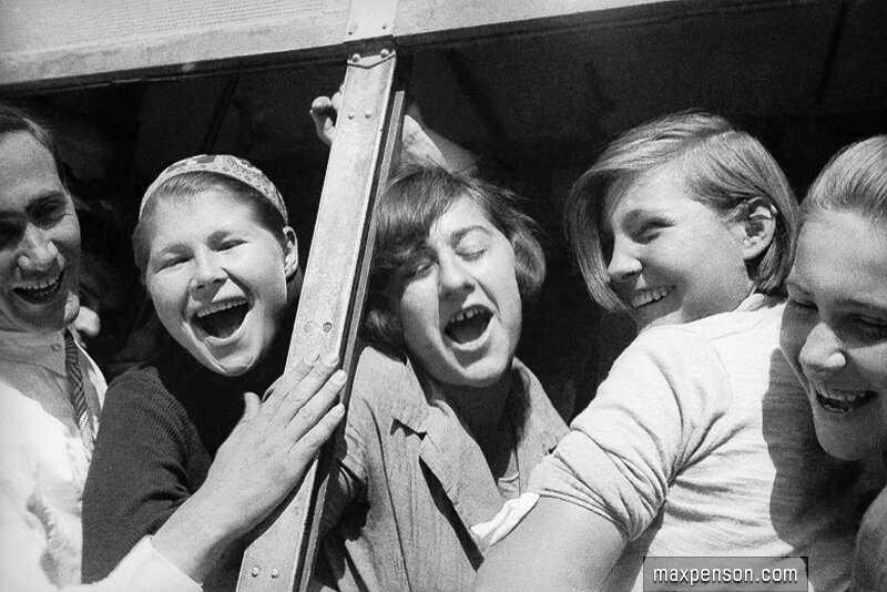 Девушки в автобусе