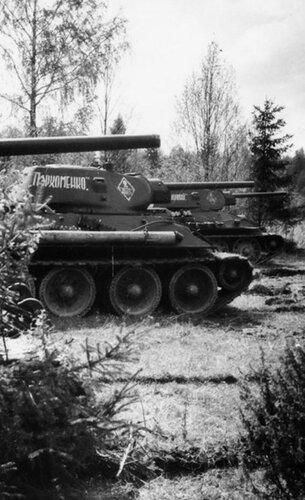 Танки Т-34 обр. 1941 г. из состава 116-й танковой бригады. Май 1942 года.