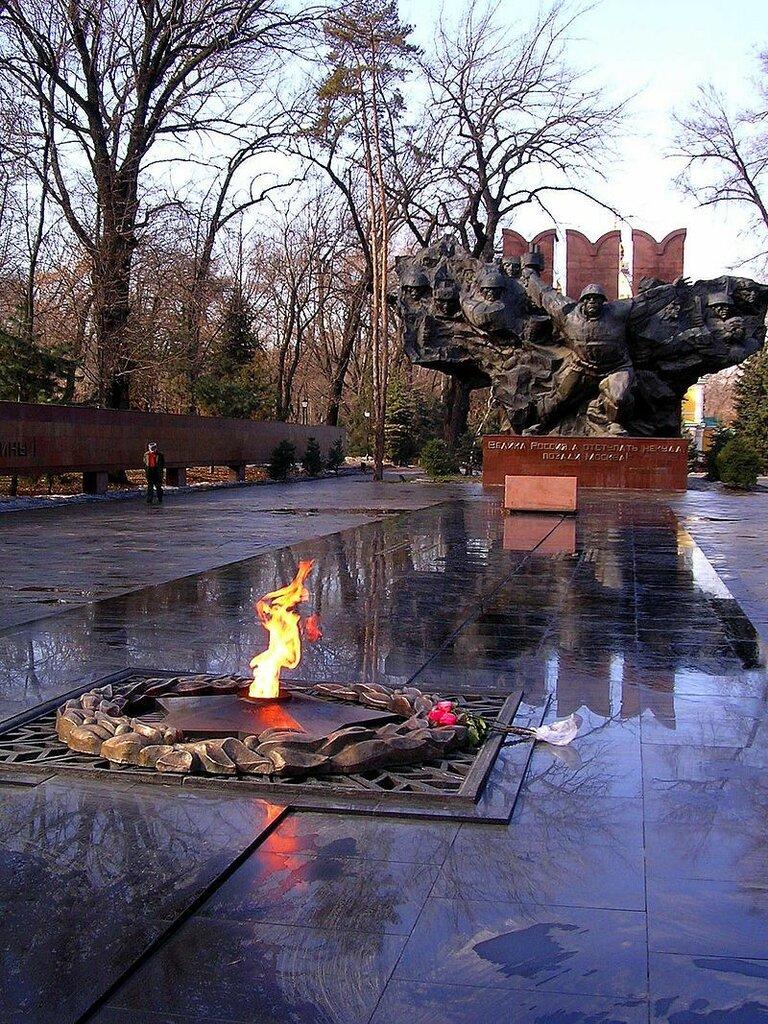 Eternal_Flame_World_War_II_monument._Almaty,_Kazakhstan.jpg