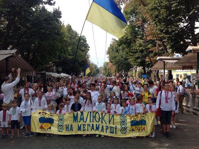 Марш в вышиванках прошел в центре Одессы. ФОТО