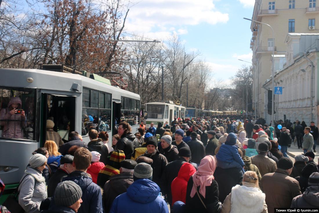 Журналист и путешественник Юрий Тюмин поделился с экологами репортажем о параде трамваев в Москве  - фото 15