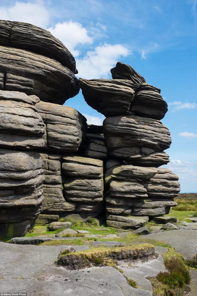 Такие причудливые гравелитовые скалы, веками формировавшиеся под воздействием ветров, дождей и мороз