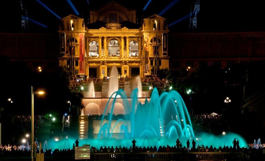 6. Фонтан Монжуик (Барселона, Испания) Самый аристократический фонтан мира Этот великолепный фонтан