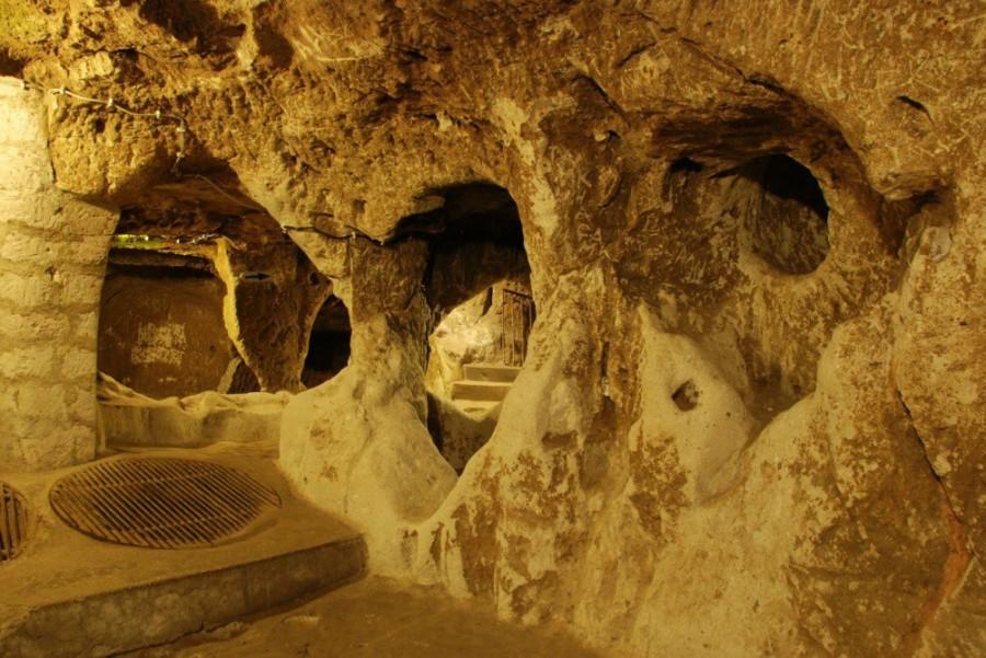 6. В качестве дверей использовались каменные колеса, которые также защищали поселение от врагов.