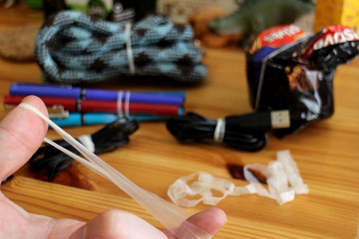 Из одного презерватива можно сделать целый комплект резинок на все случаи жизни. Для этого необходим