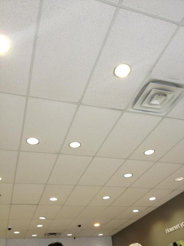Кто-то расположил светильники в абсолютно случайном порядке. Потому что может. , 10 вещей в квартире