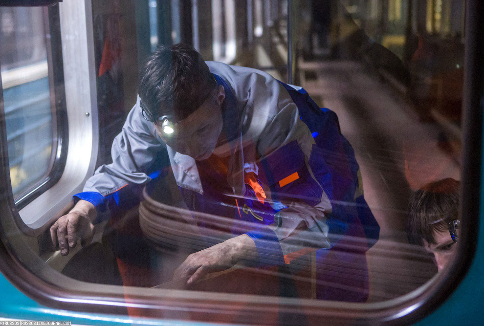 Бригада из 8 человек оснащает состав из восьми вагонов интернетом в метро «под ключ» за 12 часо