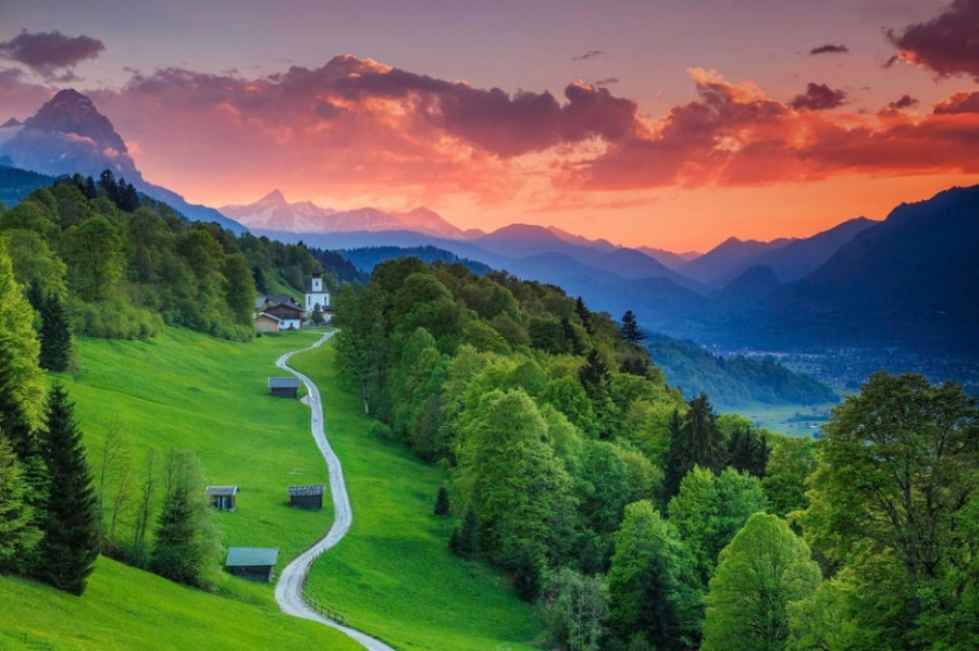 Гармиш-Партенкирхен— очаровательный городок насамой высокой вГермании горе Цугшпитце. Расположенн