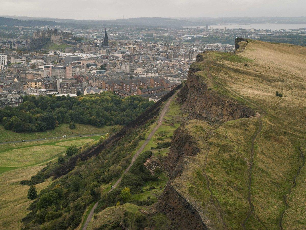 9. Находящийся в верхней части Замковой скалы Эдинбургский замок отлично просматривается из парка Хо