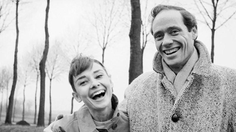10. Хорошее настроение в компании с новым мужем, Мелом Феррером (свадьба сыграна в 1954 году).