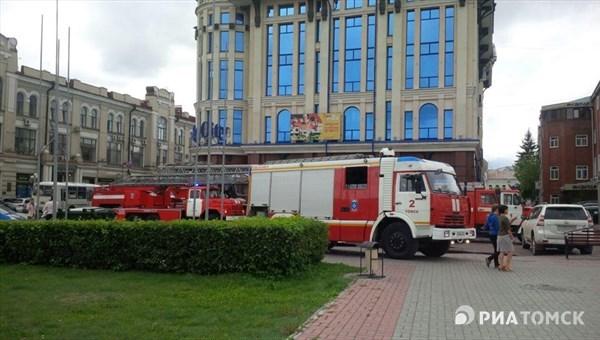 Изгорящего здания суда вТомске эвакуировали 178 человек
