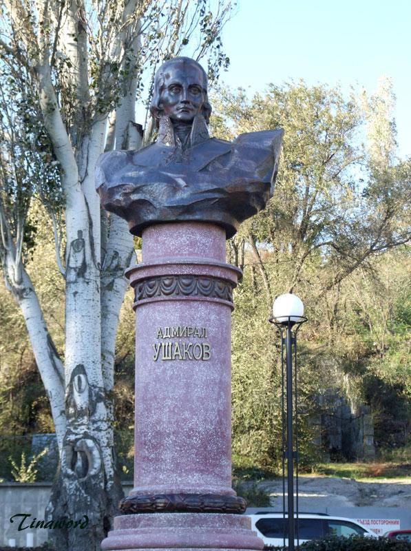 памятник-Ушакову-1.jpg