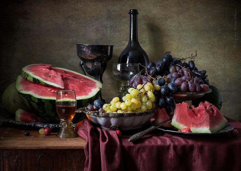 Десерт с арбузом и виноградом
