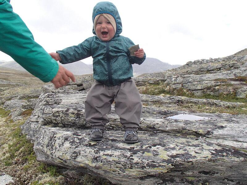 ребенок (1 год) в горном походе