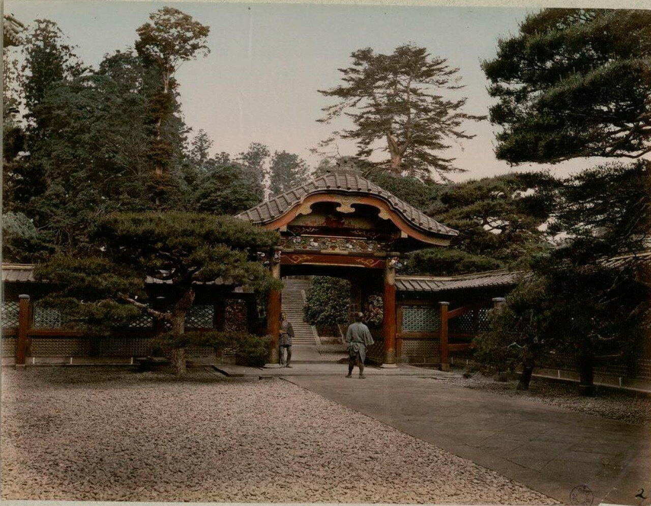 Токио. Парк Сиба. Ворота в храм  Дзодзё-дзи