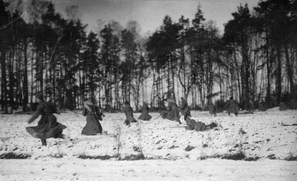 1915. В атаку