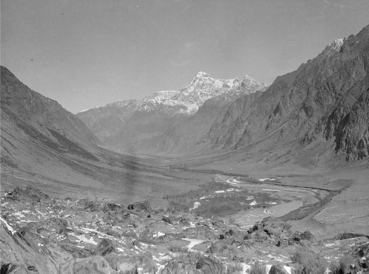Северная часть долины реки Музарт, сфотографированная из Янги Махалля