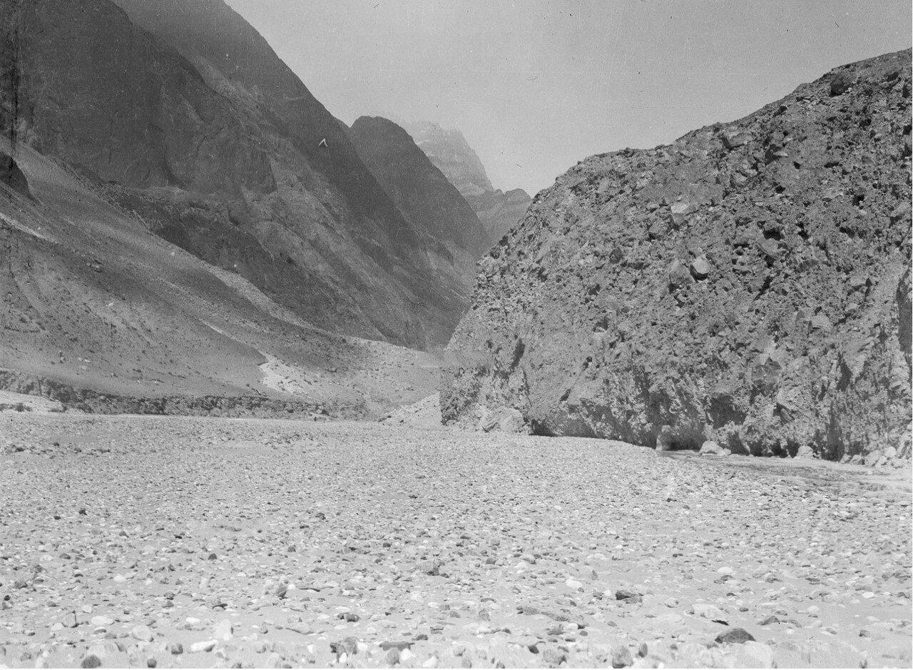 Долина реки Музар между Кайлинь и Тамга-Таши