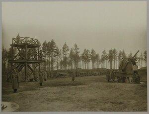 Наблюдательная вышка и батарея 3-дм. орудий 1900 г. на крепостных противоаэропланных станках сист. Р. А. Дурлахера