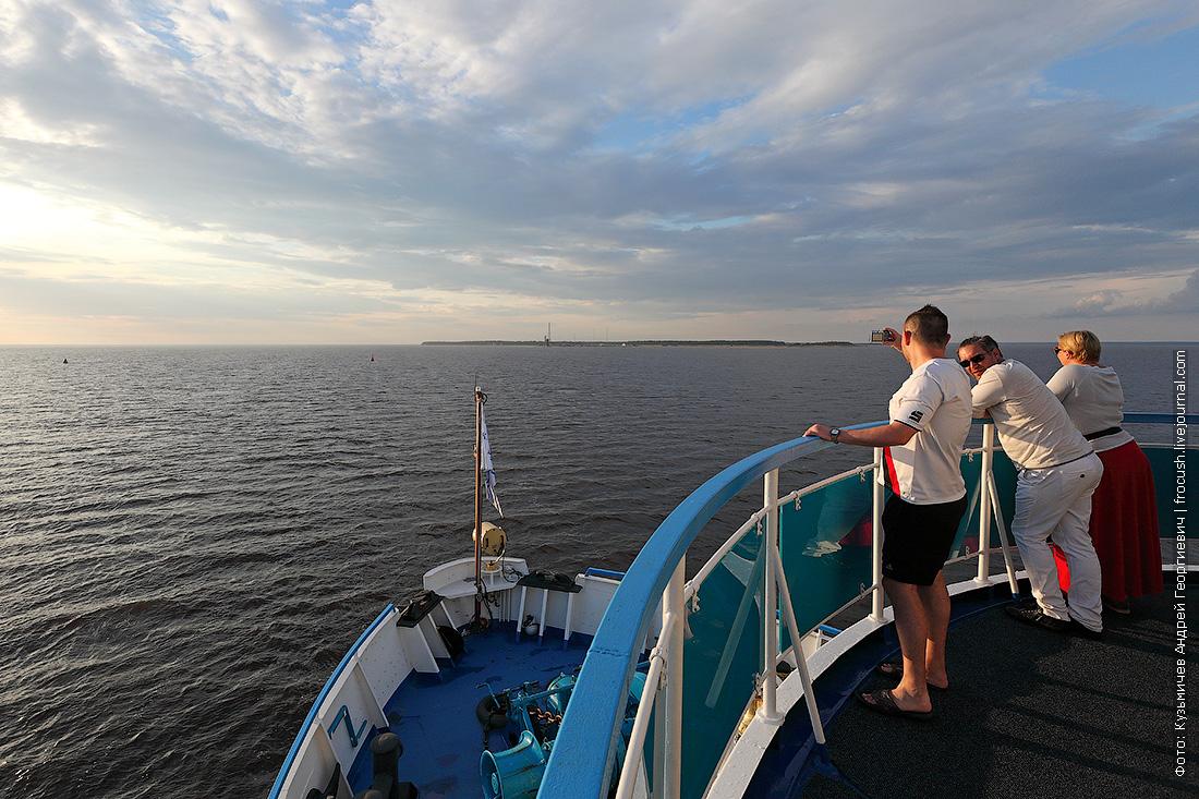 теплоход Русь Великая выходит из Северной Двины в Белое море
