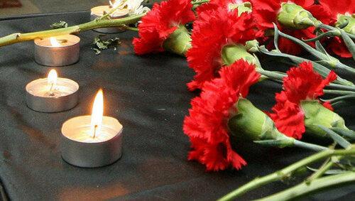 В память о погибших спасателях коллеги возложили цветы