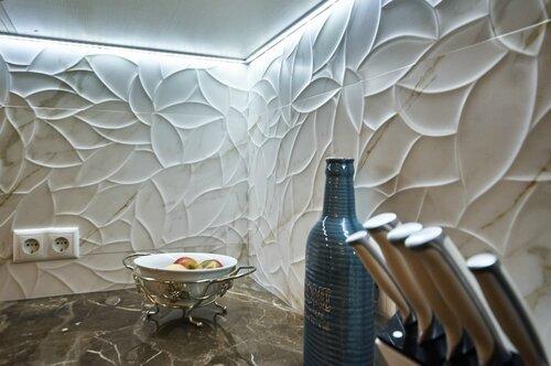022 кухня, рельефная  керамическая плитка, подсветка рабочего стола