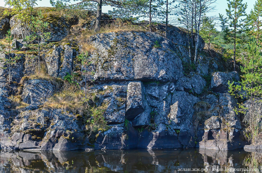 18. Мы сделали крюк на катере, чтобы посмотреть еще одно скальное лицо, которое обнаружил Николай Вл