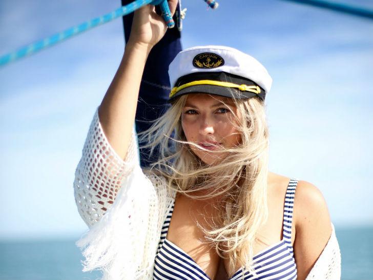 Знакомьтесь, это Чарли Смит, 29-летняя модель и телеведущая из Новой Зеландии.