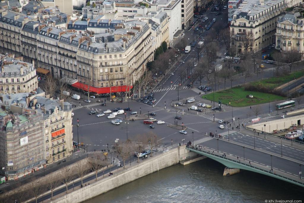 24. Площадь Альма и туннель под Сеной, в котором разбилась принцесса Диана.