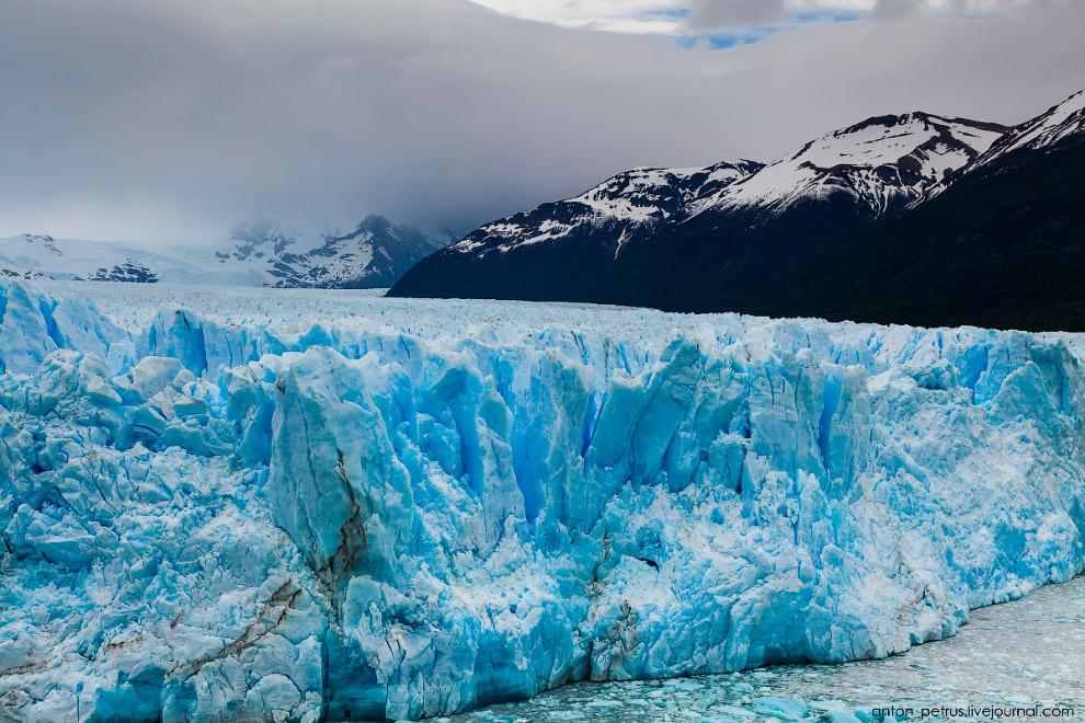 6. Не смотря на весну, от ледника Перито Морено дул холодный ветер. Да и погода загару не очень