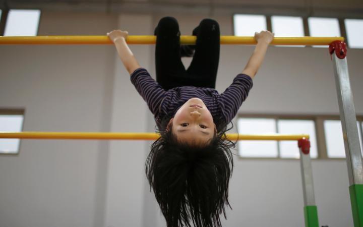 Снижение рождаемости в Китае, как следствие политики «одна семья – один ребёнок», а также большая уч