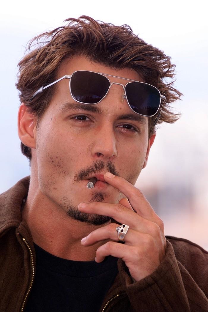 11. Джонни начал курить, когда ему было двенадцать, а потерял девственность, когда ему исполнилось т