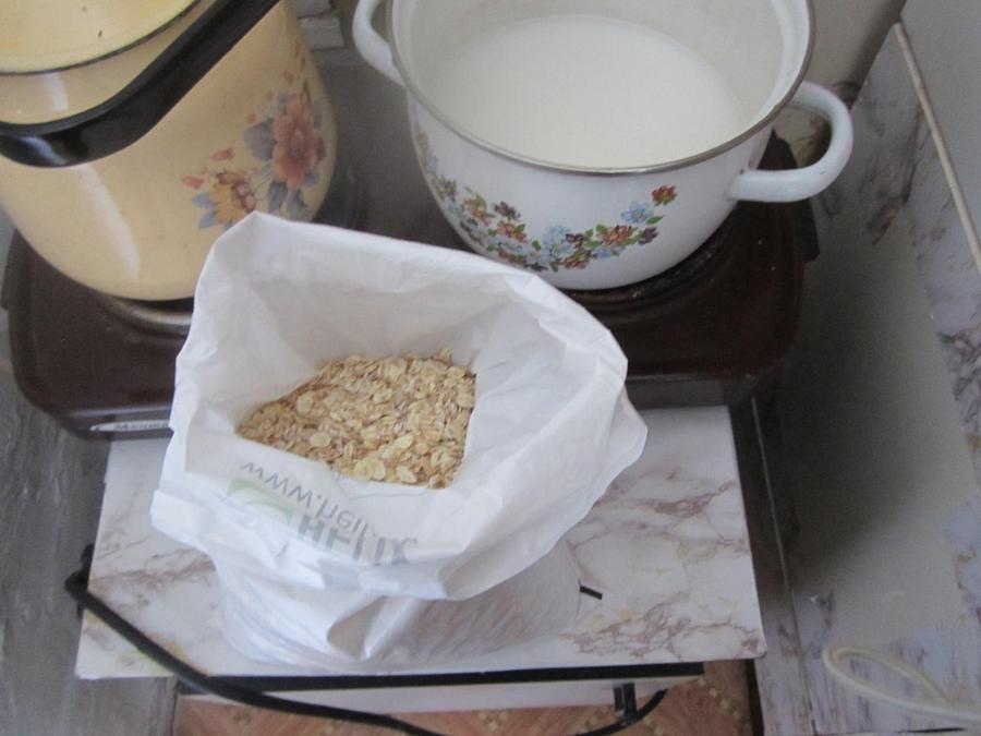 8. Затем я готовлю себе кашу. Привезла из Питера большой запас многозлаковой и овсяной. Использую су