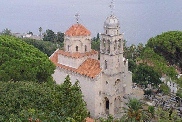 Православные в Черногории получили два пасхальных послания
