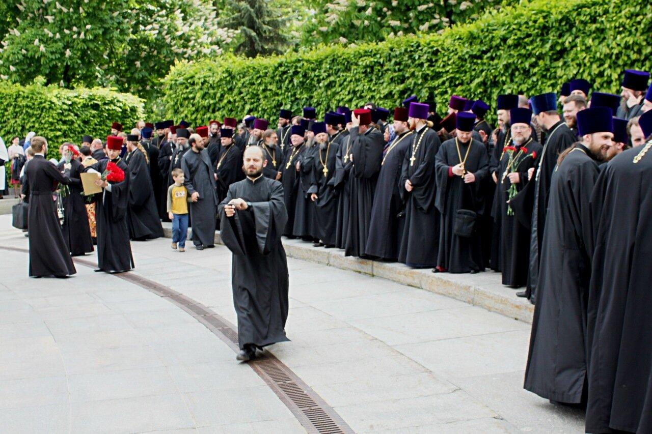 Подготовка к молебну в парке Вечной славы