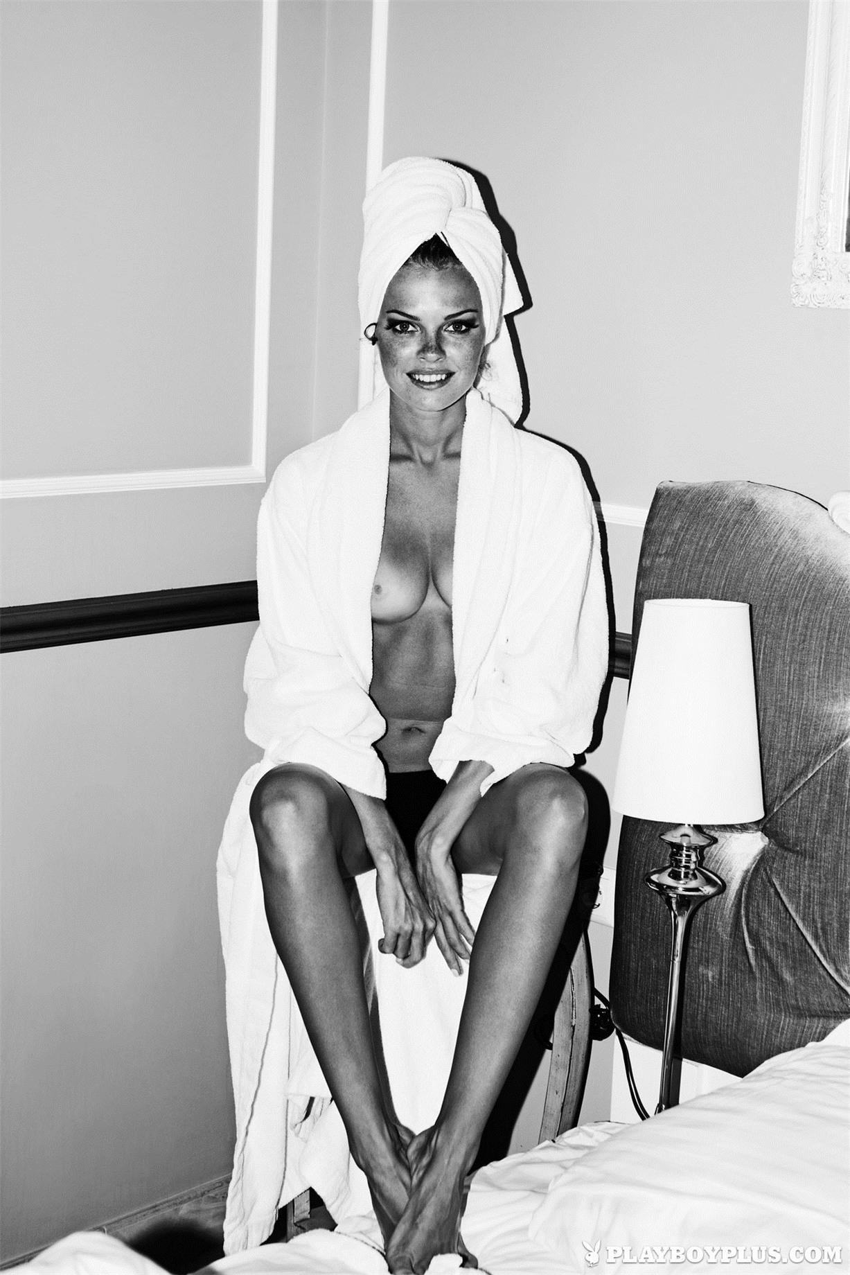 Девушки месяца Валерия Лахина и Ирина Бондаренко / Valeria Lakhina & Iryna Bondarenko in Playboy Ukraine january 2014