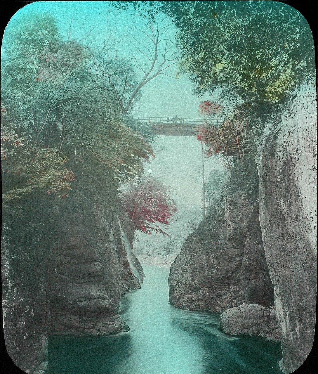 Берега реки и мост