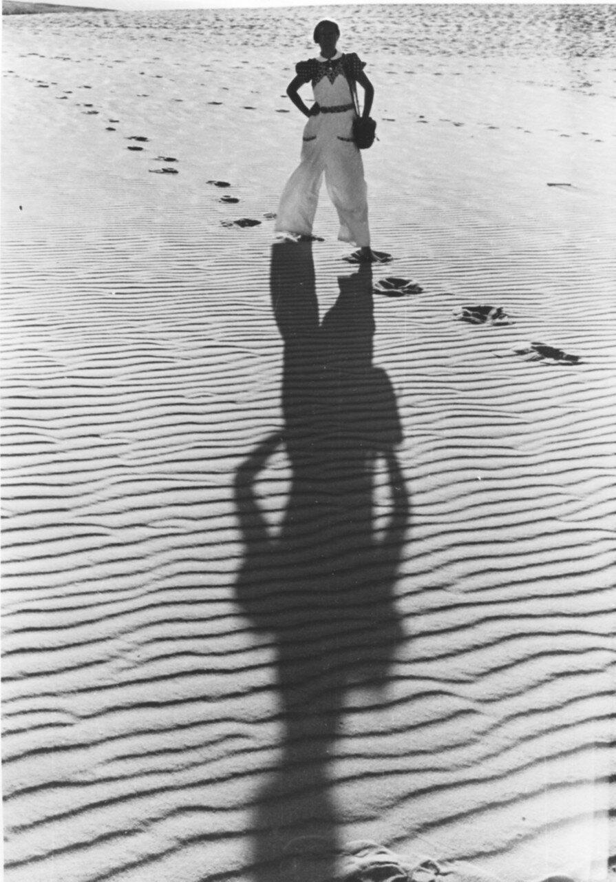 Куршская коса. Женщина на пляже