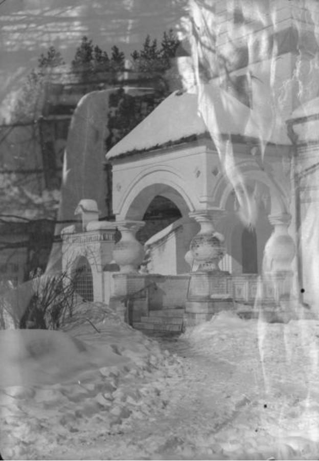 Лукино (Переделкино). Вид на крыльцо Спасо-Преображенской церкви