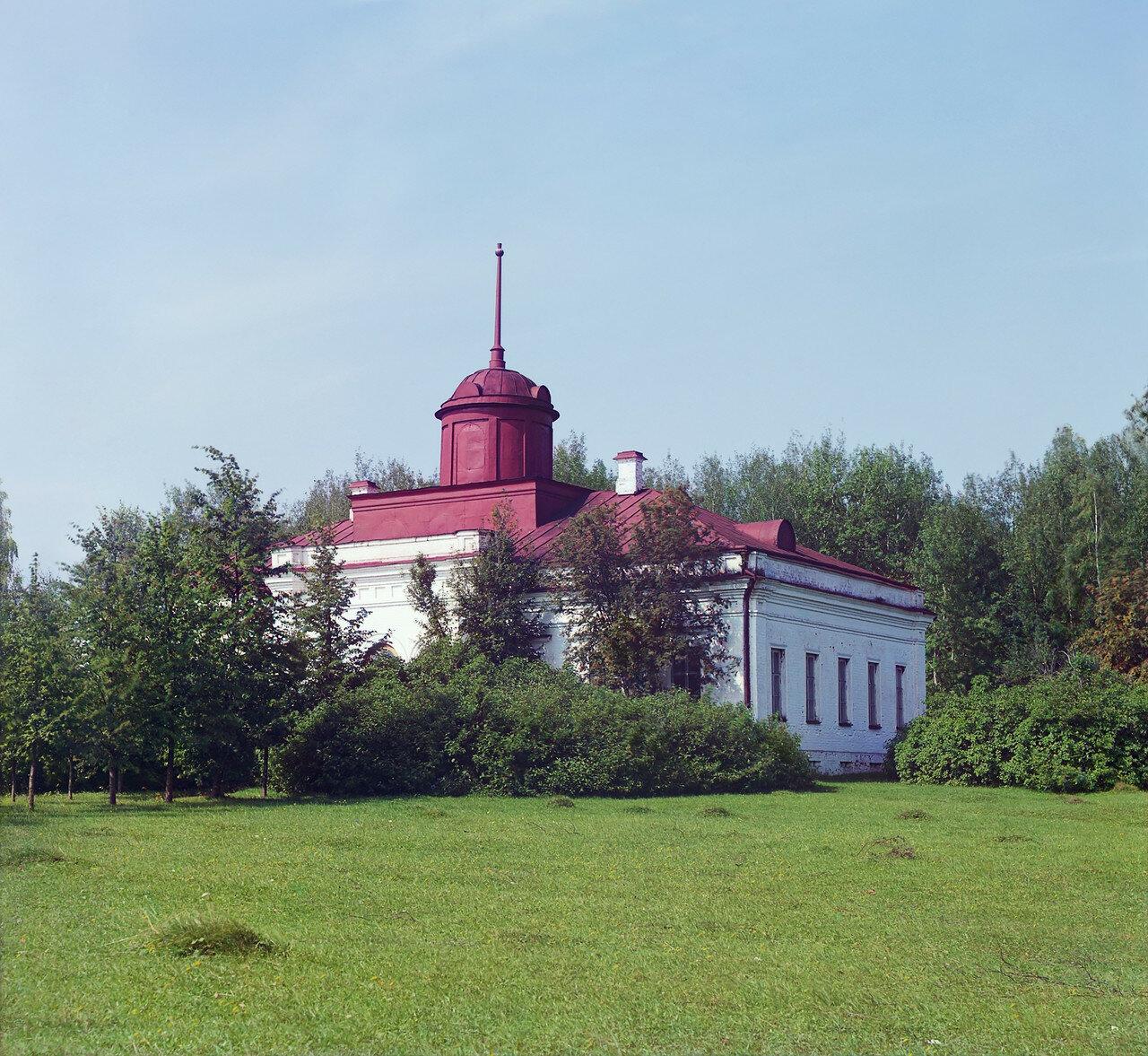 Окрестности Переславля. Белый дворец в музей-усадьба «Ботик Петра I»