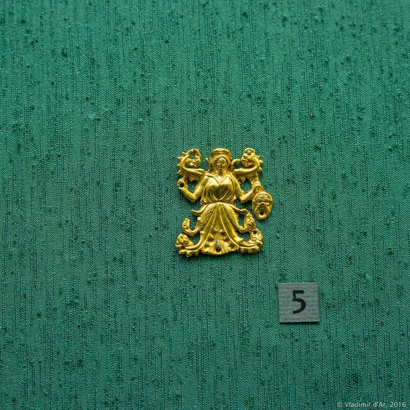 5. Бляшка нашивная с изображением произрастающейдевы - Rankenfrau