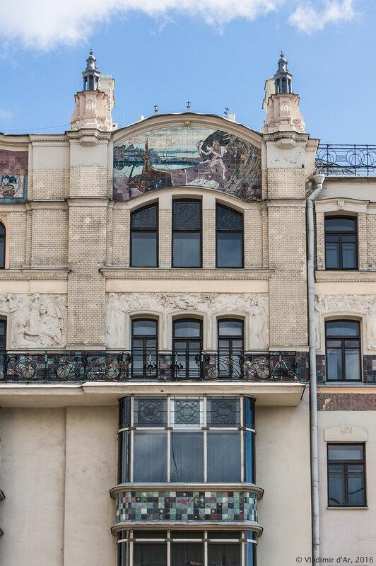 Майоликовое панно «Орфей» на главном фасаде гостиницы «Метрополь»