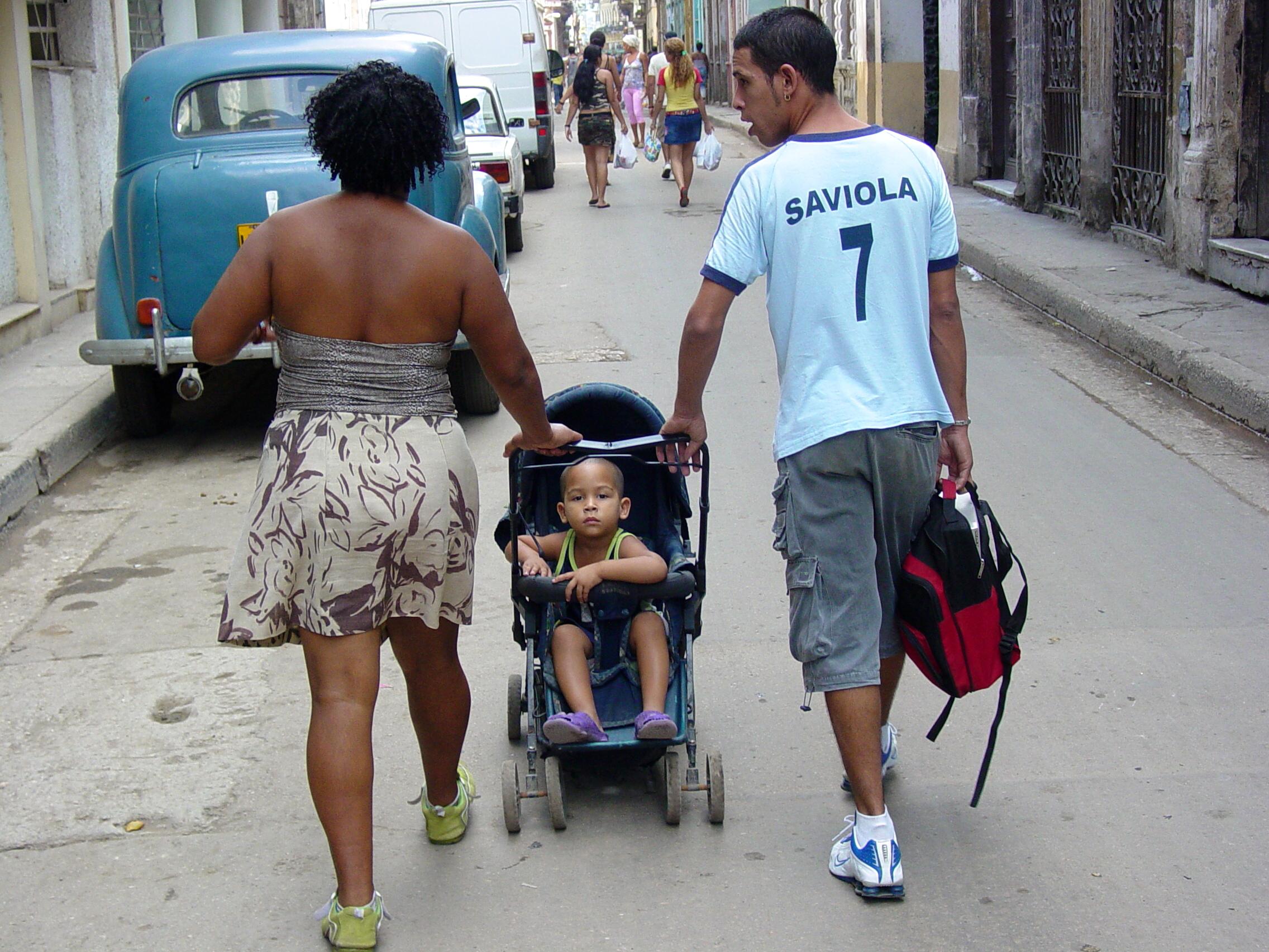 Couple_on_the_Street_with_Child_-_Centro_Habana_-_Havana_-_Cuba.JPG