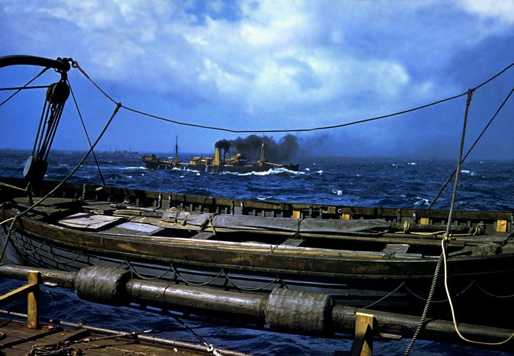 Wonderful Colour Photographs of World War II by Robert Capa (73).jpg