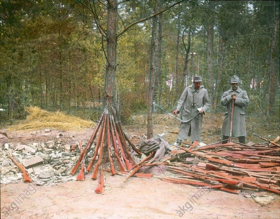 - Rifle depot, Russia, 1914 -