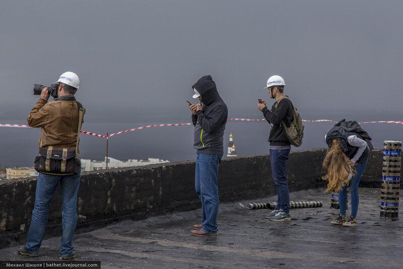 Смотреть как занимаются на крыше фото 305-870
