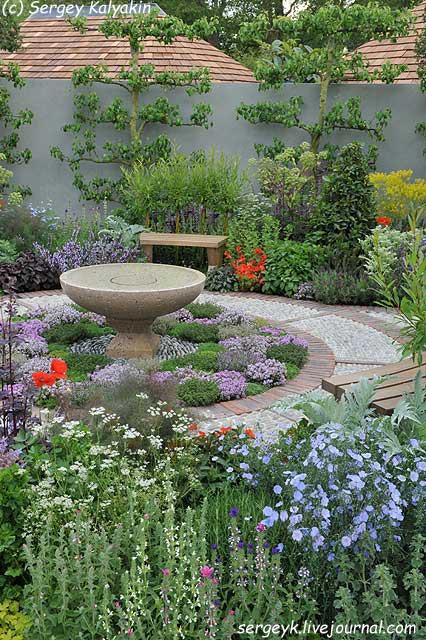 A modern Apothecary Garden (13).jpg