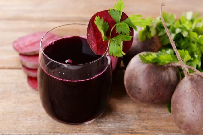 Свекольное вино Ингредиенты : 2 кг свеклы 3,5 л кипятка 4 стакана сахара на 4,5 л полученного сока 5