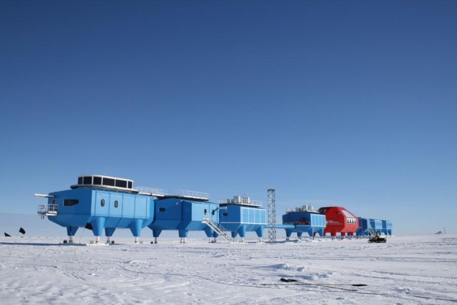 12. Самая холодная температура воздуха на Земле за всю историю наблюдения была -128,56 градусов (по