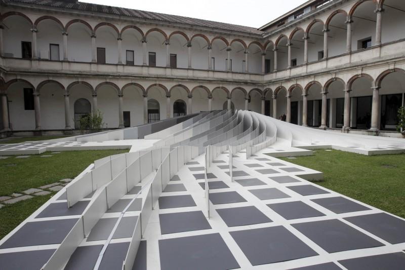 Скульптура на международной выставке кухонной мебели в Миланском университете в 2011 году.